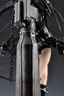 figyura_review_007_black_rock_shooter_back_02
