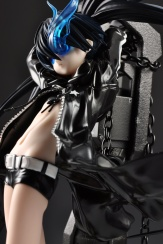 figyura_review_007_black_rock_shooter_tall_02